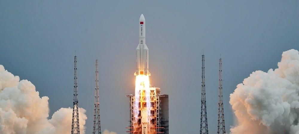 La fusée Longue Marche 5B lance Tianhe-1, le premier module de la station spatiale chinoise Tiangong