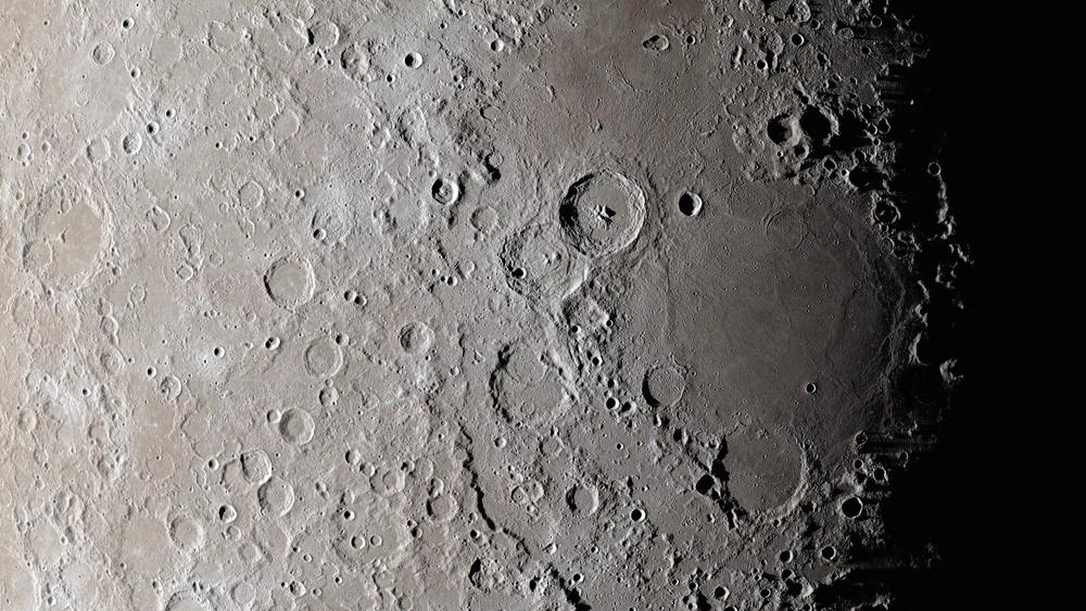 Les crateres lunaires peuvent etre le resultat de crashs