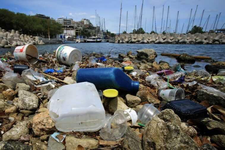 Combien De Déchets Plastiques Flottent Dans La Mer Méditerranée